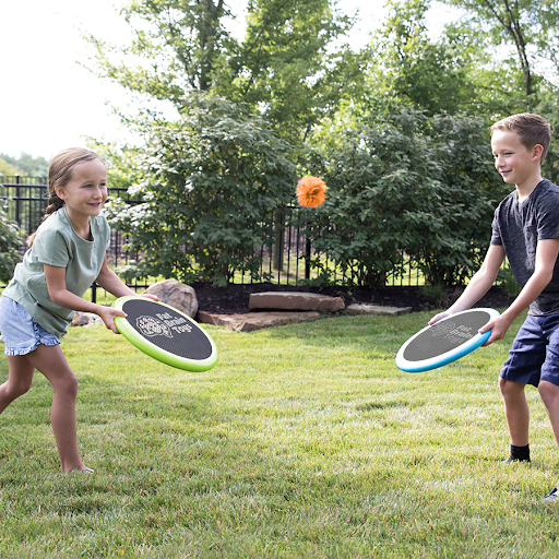 Picture of two kids using the AeroDisk Max